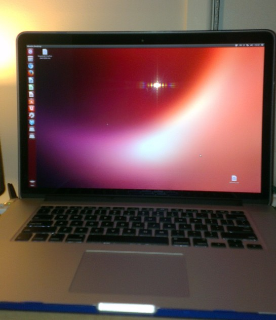 A blurry as sh1t image of Ubuntu in all its Retina-display powered glory